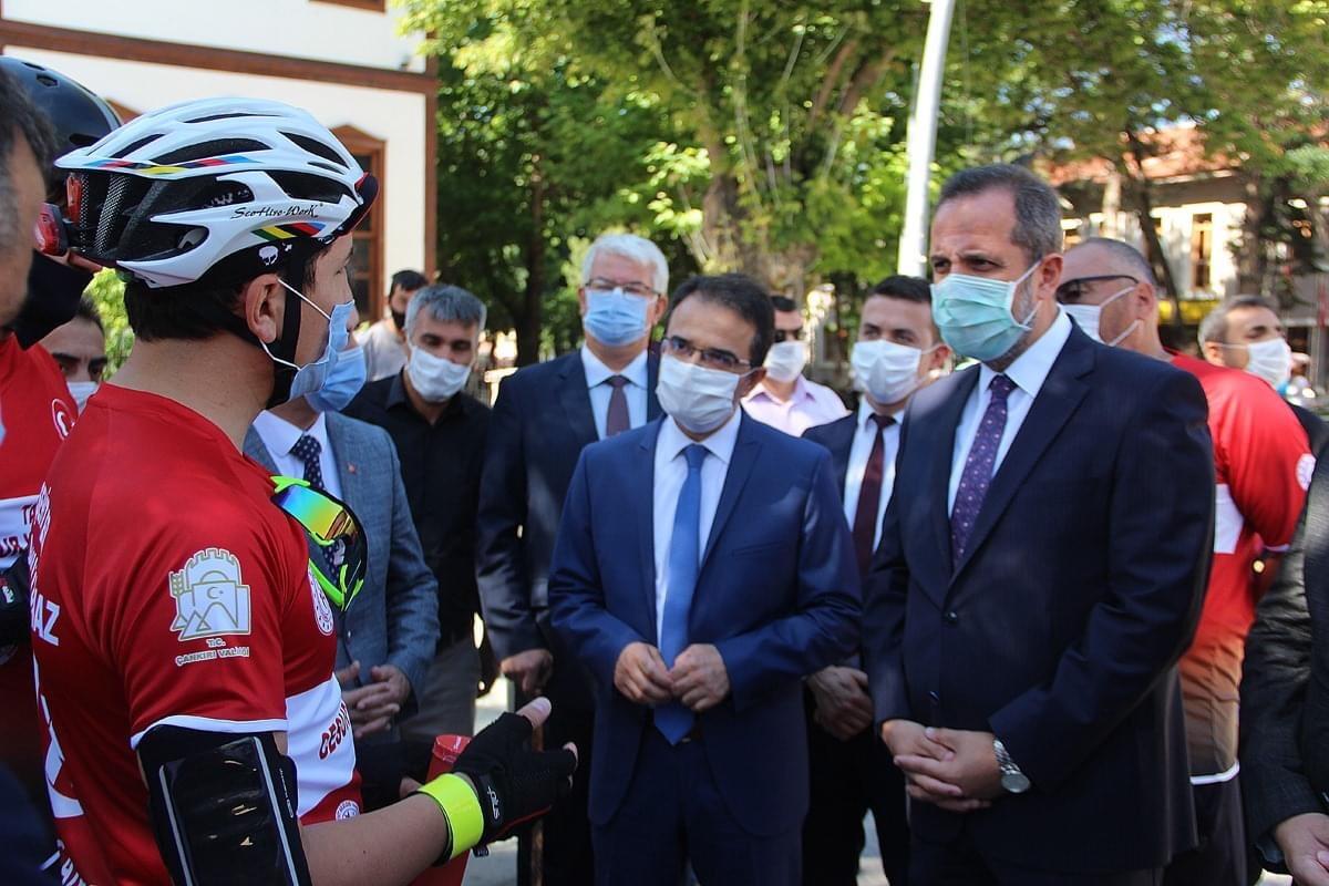 Bisikletçiler Niğd'ye uğurlandı