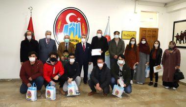 Başkan Esen'den Başarılı Öğrencilere Ödül